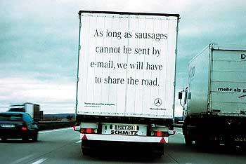 До тех пор, пока сосиски не будут доставлять по электронной почте, нам придется разделять дорогу