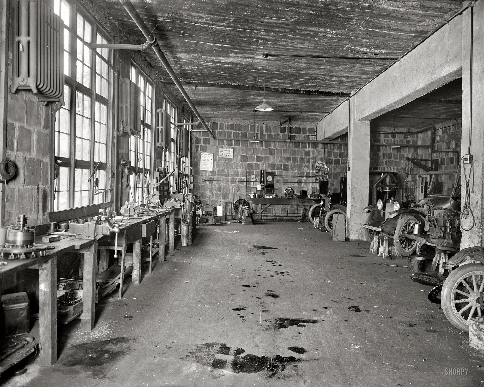 Hendrick_Garage_1928